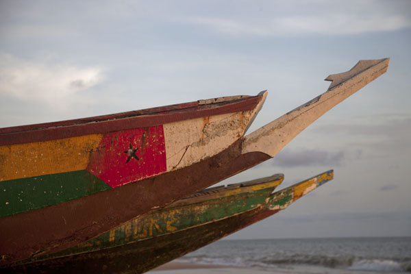Photo de The flag of Guinea Bissau painted on the bow of a ship on the beach of Varela - Guinée-Bissau - Afrique