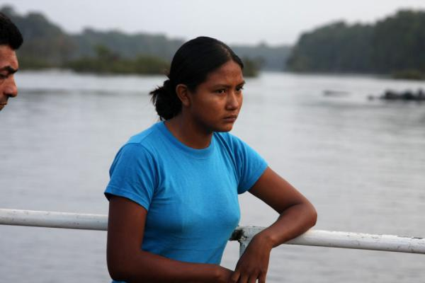 Foto van Amerindian woman on a ferry on the Essequibo riverGuyanezen - Guyana