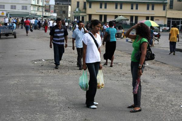 Foto van People on the street in GeorgetownGuyanezen - Guyana