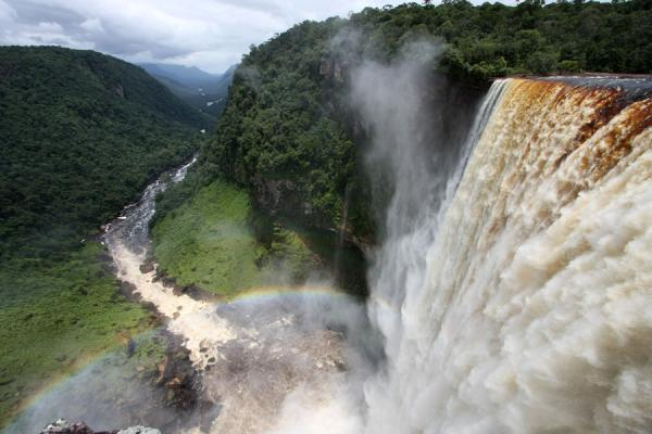 Photo de Guyana (Kaieteur Falls, rainbow and Potaro valley)