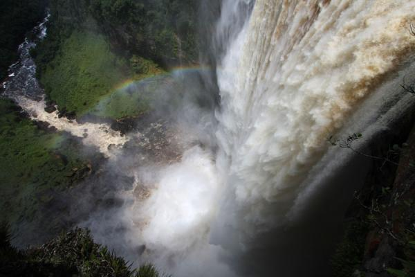 Foto van Potaro river thundering into the rainbow belowKaieteur - Guyana