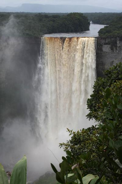 Picture of Kaieteur Falls (Guyana): Kaieteur Falls and upper part of Potaro river seen from a distance
