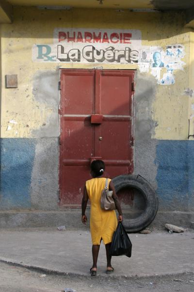 Picture of Woman in yellow dress finding the pharmacy closedCap Haïtien - Haiti