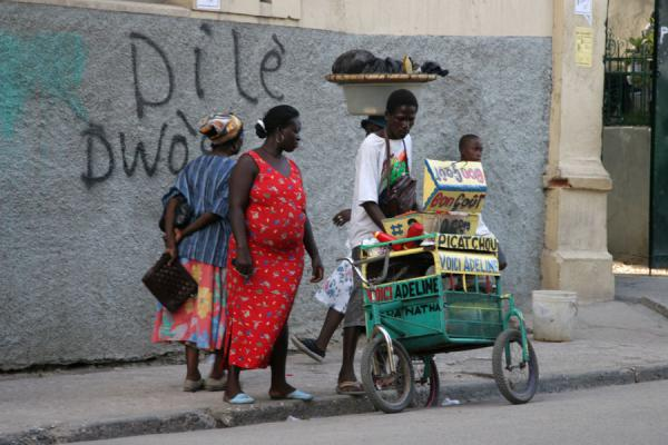 Picture of Cap Haïtien street sellers (Haiti): Selling snacks on the streets of Cap Haïtien