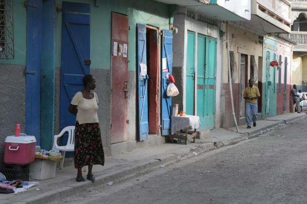 Foto de People having a small business just outside their houseCap Haïtien - Haití