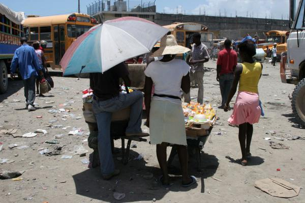 Selling snacks to passengers at the bus station of Cap Haïtien | Cap Haïtien street sellers | Haiti