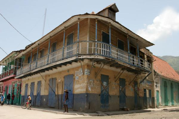 Many houses in Cap-Haïtien have cosy balconies | Cap-Haïtien | Haiti