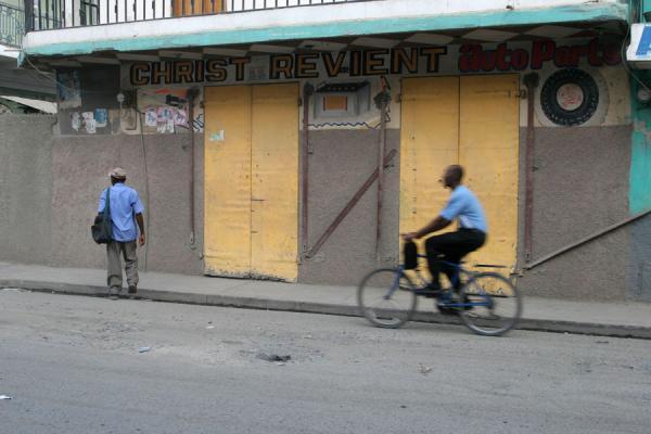 Picture of Haitian signs (Haiti): Auto parts shop in Cap Haïtien: Christ returns