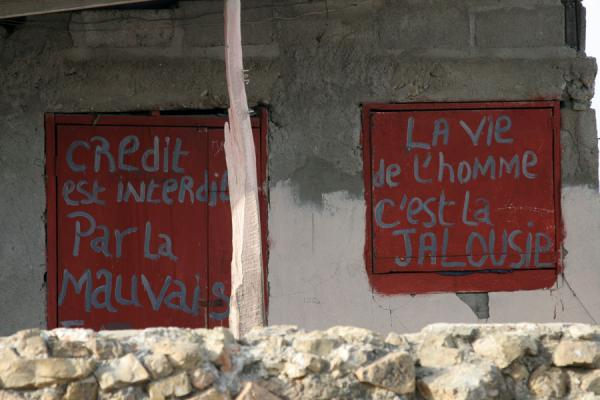 Picture of Slogan on shutters in a house in Cap Haïtien