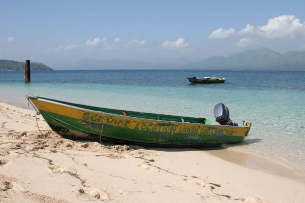 Photo de Boat on the beach of Ile à Rats - Haïti - Amérique