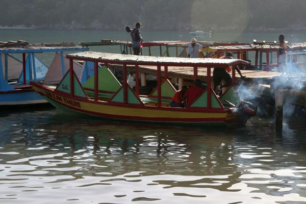 Watertaxis waiting for passengers in Labadie |  | 海地