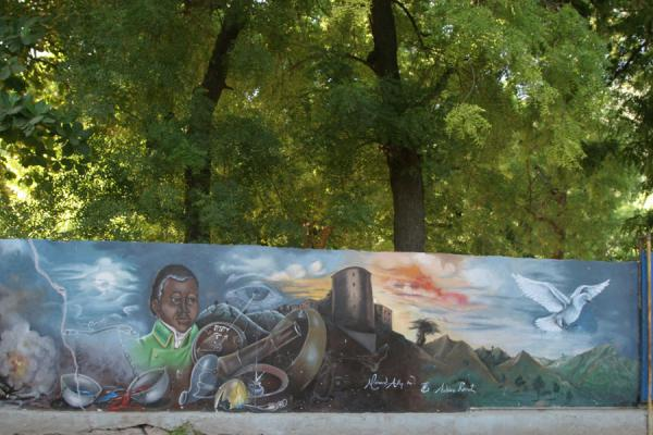 的照片 Symbols of Haitian history represented on mural in Labadie - 海地 - 北美洲