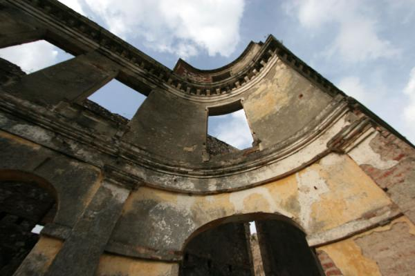 Picture of Palace Sans-Souci (Haiti): Palace Sans-Souci: curved corner of Henri Christophe's palace