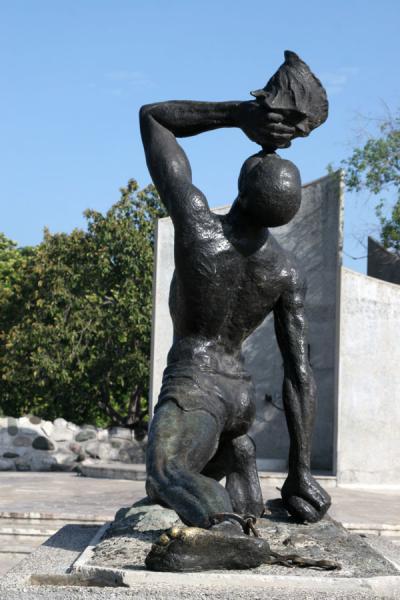 Picture of Port-au-Prince (Haiti): Unknown Slave statue at the Champs de Mars