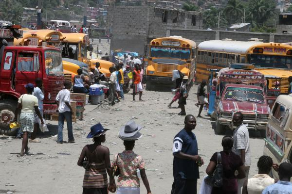 People finding their way at the bus station of Cap Haïtien | Tap-taps | Haiti