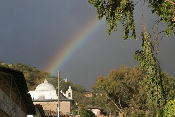 Picture of Belén Gualcho: rainbow over the town