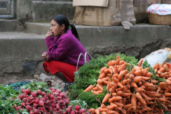 Selling carrots: waiting for customers | Belén Gualcho | Honduras