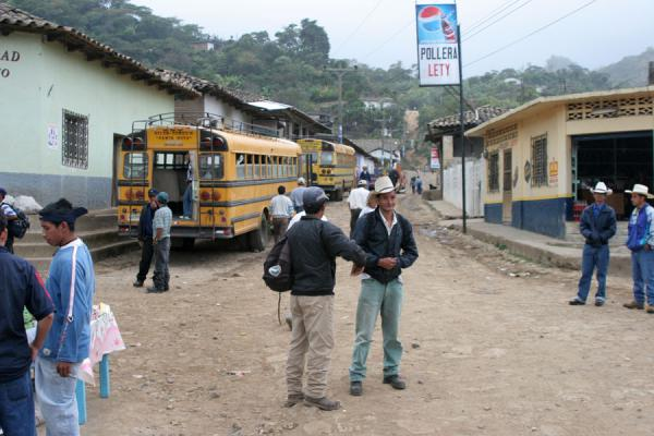 Going home: the bus is waiting | Belén Gualcho | Honduras