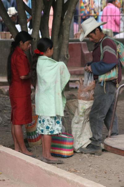 Market under a tree | Belén Gualcho | Honduras