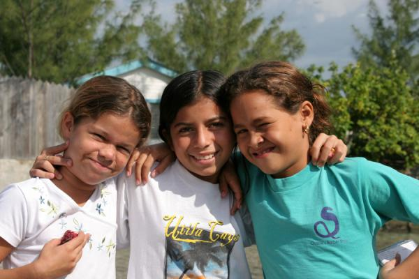 Picture of Honduras: girls on Pigeon Key, Caribbean