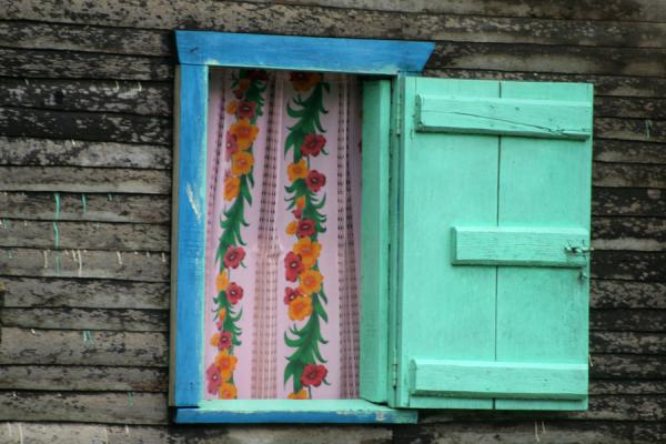 Picture of Limón (Honduras): Limón: close up of bright coloured window pane