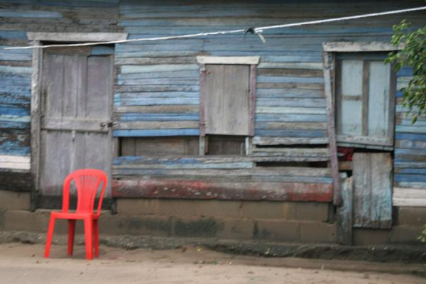 Picture of Limón (Honduras): Limón: plastic chair and wooden house