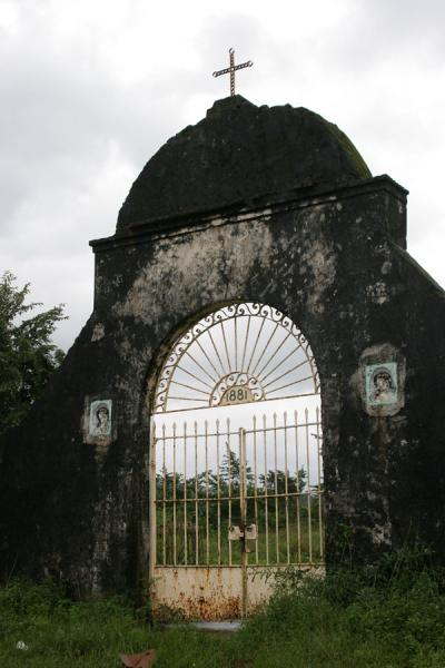 Foto de Gate of the cemetery of TrujilloTrujillo - Honduras