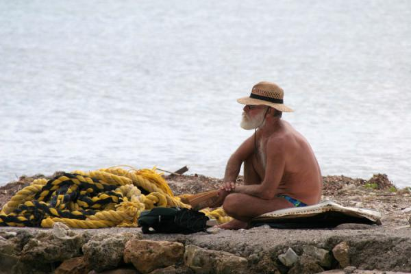 Picture of Utila fisherman waiting in the sun