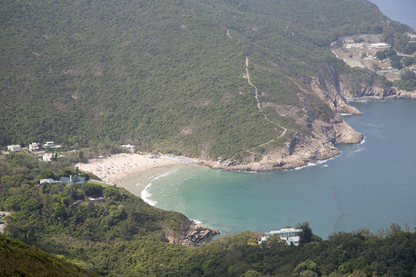 Foto van Big Wave beach seen from the trail of the Dragon's BackDragon's Back Trail - Hong Kong