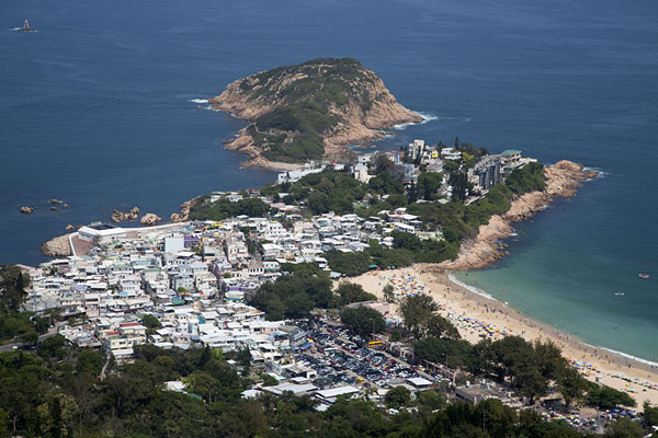 Foto van Shek O village, beach and peninsula seen from aboveDragon's Back Trail - Hong Kong
