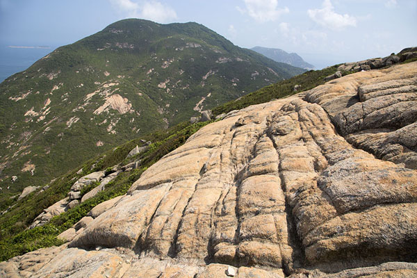 Rocks and D'Aguilar Peak in the background | Dragon's Back Trail | 香港