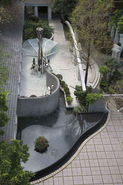 Photo de The Tai Chi garden seen from the observation towerHong Kong Park - Hong Kong