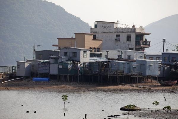 Foto de River with houses on stilts in Tai O, on the western side of LantauTai O - Hong Kong