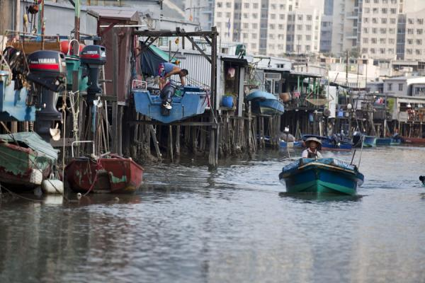 Foto de River running through Tai O with houses on stiltsTai O - Hong Kong