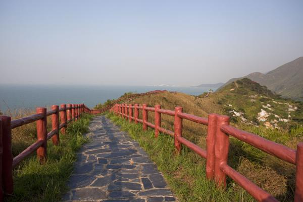 Foto de Trail leading to viewpoint at the northern coast of Tai OTai O - Hong Kong