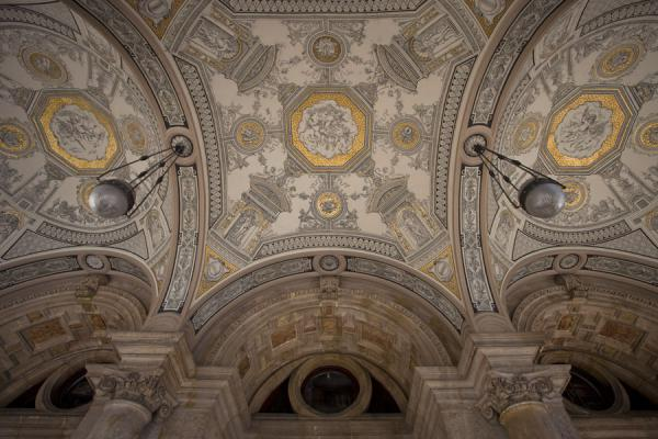 Foto de The ceiling of the portal of the Opera House in BudapestAndrássy út - Hungría