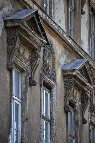 Detail of a building with decorated windows on Andrássy út | Andrássy út | Hungary