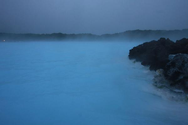 Foto de Steam coming off the water of the Blue Lagoon - Islandia - Europa