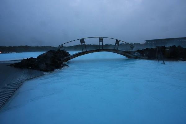 Bridge linking some man-made islands in the Blue Lagoon | Laguna Azul | Islandia