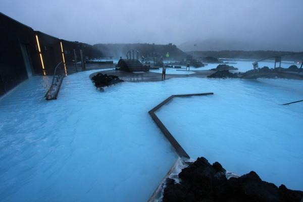 Waterfall, sauna, steam bath and the Blue Lagoon | Laguna Azul | Islandia
