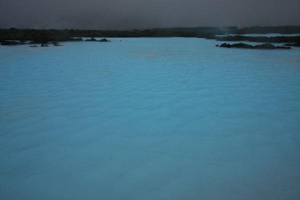 Bright blue water in the Blue Lagoon | Laguna Azul | Islandia