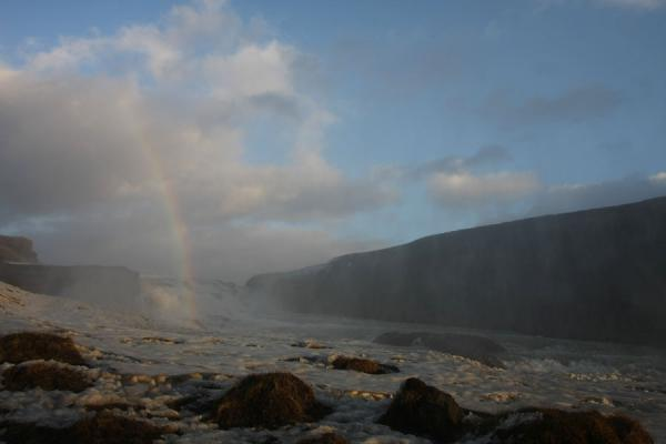 冰岛 (Rainbow in the mist of icy Gullfoss)