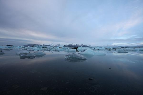 Picture of Jökulsárlón Glacier Lagoon (Iceland): Winter morning at Jökulsárlón with icebergs and clouds