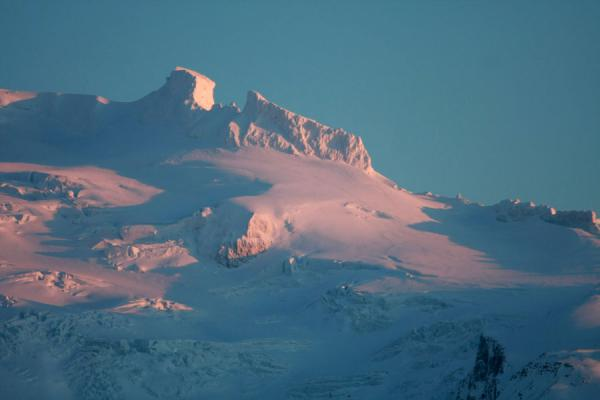 Foto van Late afternoon winter light colouring the mountains at SkaftafellSkaftafell - IJsland