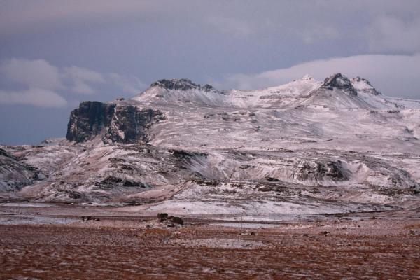 Foto van Mountain with snow in the early morning in central SnæfellsnesSnæfellsnes - IJsland