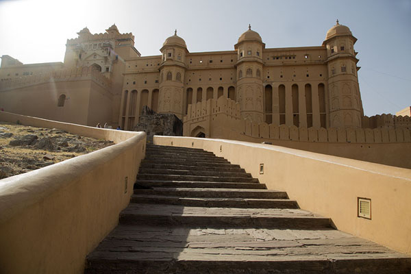Stairs with the east side of Amber Fort rising above | Fortezza Amber | India