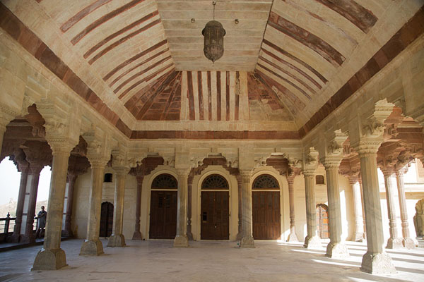 Foto di Inside view of Diwan-i-AmAmer - India