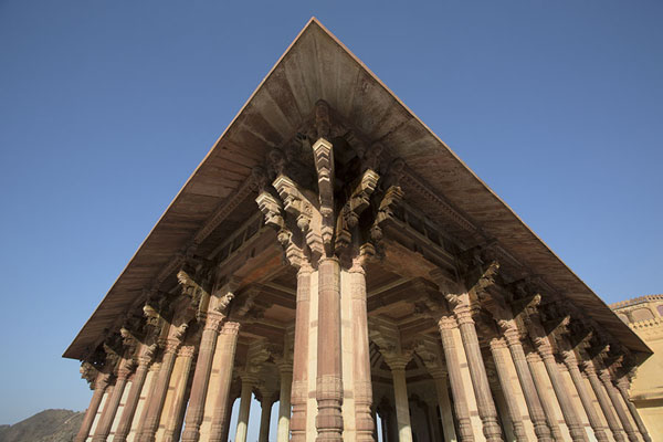 Looking up the double row of columns of Diwan-i-Am, the Hall of Public Audience - 印度 - 亚洲