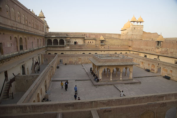 Foto van Man Singh I Palace Square in Amber Fort with Baradari pavilionAmer - India