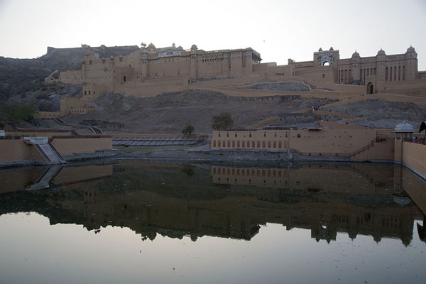 Foto van Reflection of Amber Fort in Maota LakeAmer - India